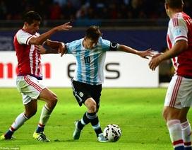 Messi lập công, Argentina vẫn bị cầm chân ngày ra quân