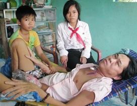 Bố nằm liệt giường, hai con phải nghỉ học phụ mẹ mưu sinh