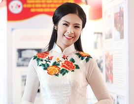 Hoa hậu Ngọc Hân rạng ngời trong vai trò đại biểu thanh niên