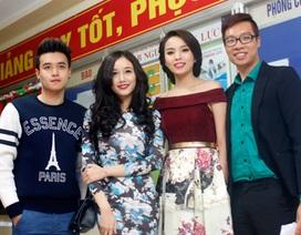 Tân Hoa hậu VN cùng bạn bè ĐH Ngoại thương đón Giáng sinh sớm