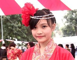 """Cô giáo tương lai hóa trang gây """"sốt"""" tại lễ hội Nhật Bản"""