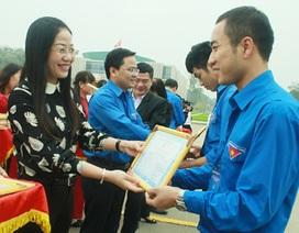 Tuyên dương 100 Bí thư chi đoàn giỏi Thủ đô tại lăng Bác Hồ