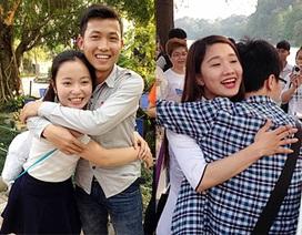 """Bạn trẻ Hà Nội """"ôm tự do"""" lan tỏa thông điệp bảo vệ môi trường"""