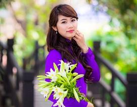 Thiếu nữ đằm thắm đọ sắc bên hoa loa kèn tháng Tư