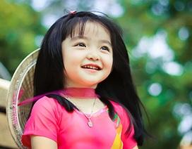 """Ngắm """"thiên thần 3 tuổi"""" diện áo dài hồng, đội nón lá đáng yêu"""