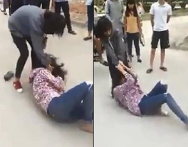 Thêm clip thiếu nữ túm tóc đánh nhau, bạn bè đứng ngoài cổ vũ