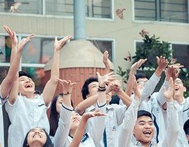 Học sinh lớp 12 Lương Thế Vinh thả chim phóng sinh ngày chia tay