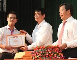 ĐH Vinh trao 114 suất học bổng đến sinh viên nghèo