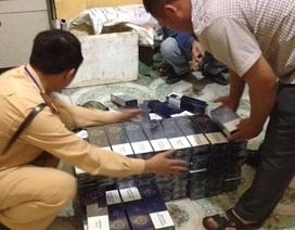 Cảnh sát giao thông bắt vụ vận chuyển gần 1.000 gói thuốc lá lậu