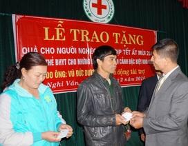 Chương trình đạp xe xuyên Việt trao hơn 200 thẻ bảo hiểm đến người nghèo