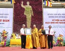 """Trao kỷ lục """"Bức tranh Chủ tịch Hồ Chí Minh bằng hoa sen lớn nhất thế giới"""""""