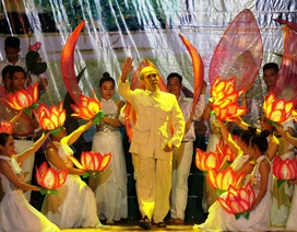 Lưu luyến đêm tổng kết Lễ hội Làng Sen 2015