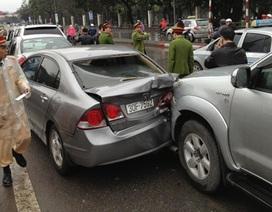 4 ô tô tông nhau trước cửa hầm đường bộ Kim Liên