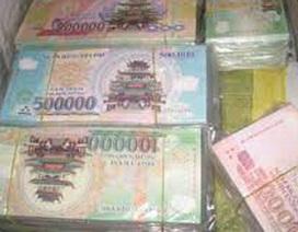 Hà Nội: Cặp vợ chồng dùng tiền vàng mã mua hàng thật
