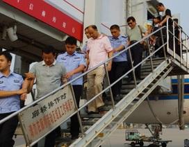 """Trung Quốc bắt 180 """"cáo"""" tội phạm trốn ra nước ngoài"""