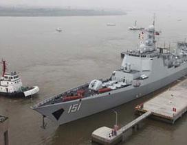Thủy thủ Trung Quốc gãy răng vì chiến hạm bị sóng đánh bung cửa
