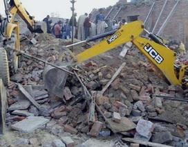 """Ấn Độ: Sập nhà mới xây """"chôn sống"""" 13 người trong một gia đình"""