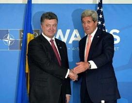 Ngoại trưởng Mỹ tới Kiev, Tổng thống Ukraine lại đề nghị viện trợ vũ khí