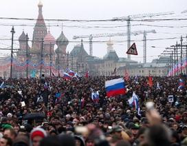 Hàng chục nghìn người Nga tuần hành tưởng nhớ lãnh đạo đối lập