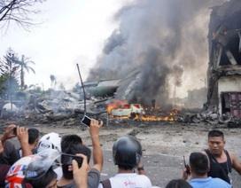 Máy bay quân sự Indonesia lao xuống nhà dân, ít nhất 30 người tử nạn