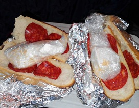 Giấu cocaine trị giá 6500 bảng vào bánh mì kẹp xúc xích