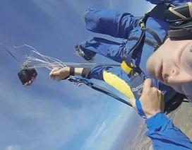 Mắc kẹt khi nhảy dù ở độ cao 3657 mét