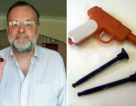 Hắt xì ra đồ chơi bị mắc kẹt trong mũi 44 năm
