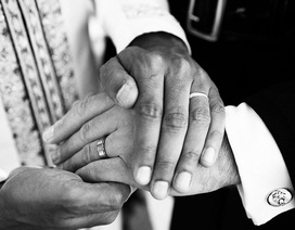 Đám cưới ngập tràn hạnh phúc của cặp đôi đồng tính