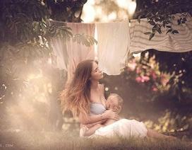 Hút hồn với bộ ảnh mẹ ngực trần cho con bú