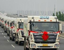 Độc đáo màn đón dâu bằng 36 chiếc xe tải của chú rể Trung Quốc