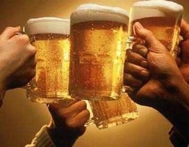 """Chủ tịch huyện """"hô hào"""" đẩy mạnh… uống bia?"""