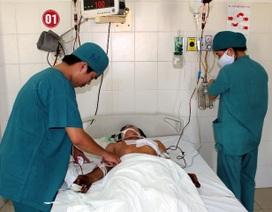 Cứu sống bệnh nhân bị kim loại xuyên thủng tim, phổi
