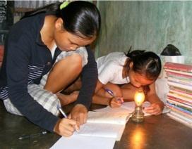 Hai chị em mồ côi học giỏi sẽ sớm có điện để học