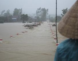 Mưa lớn, nước dâng nhanh, nhiều nơi ngập lụt