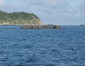 Một thanh niên chết kẹt trong dãy đá khi tắm biển