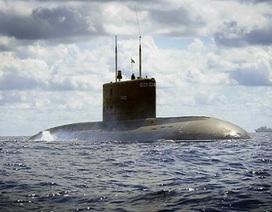 Tàu ngầm Kilo chính thức neo đậu tại cảng Cam Ranh
