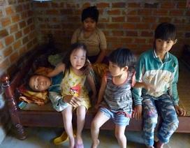 Đắng lòng trước cảnh người mẹ nghèo chết mòn nhìn 4 con thơ dị tật