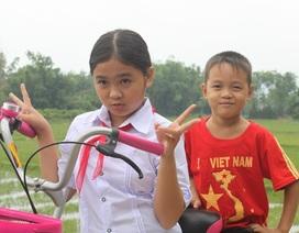 Khoảnh khắc giản dị của quán quân Giọng hát Việt nhí 2014
