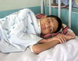 Vòng tay bạn đọc nâng đỡ Hoài Thanh trở lại bệnh viện điều trị