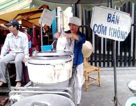 """Ăn no mà rẻ nhờ """"phố cơm không"""" ở ga Sài Gòn"""