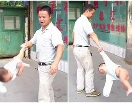Màn tung em bé mạo hiểm của ông bố Trung Quốc