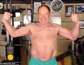 Cụ ông 70 tuổi dùng cổ nâng tạ nặng 250kg