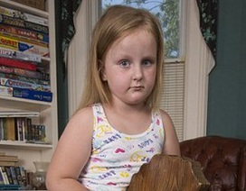 """Bé gái 6 tuổi đối mặt chứng bệnh """"người hóa đá"""""""