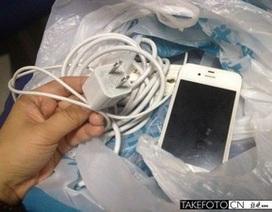 Thêm một nạn nhân bị điện giật vì sử dụng iPhone khi đang sạc