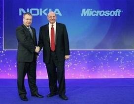 """""""Thương vụ Microsoft - Nokia"""" làm rung động giới công nghệ tuần qua"""