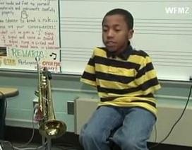 """Clip """"cậu bé tật nguyền thổi kèn trumpet cực hay"""" nổi bật Internet tuần qua"""