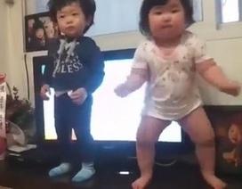 """Clip vũ đạo cực đáng yêu của 2 em bé """"gây sốt"""" trên Internet"""