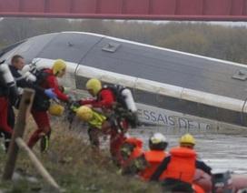 Tàu cao tốc Pháp bị trật đường ray, 10 người chết