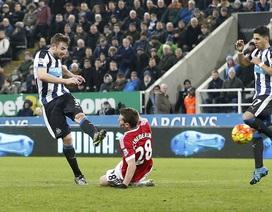 Man Utd chia điểm cay đắng trên sân của Newcastle