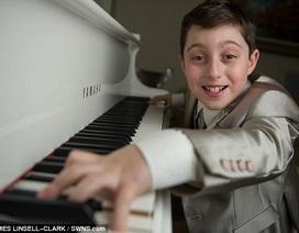 """""""Tiểu Mozart"""" thần đồng âm nhạc tốt nghiệp đại học ở tuổi 11"""